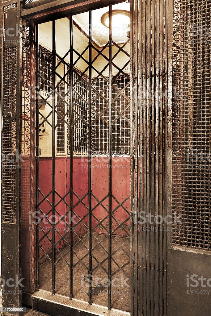 Muy antiguos ascensor - foto de stock
