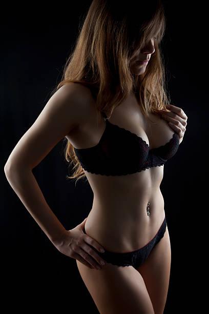 sehr sexy mädchen - brustpiercing stock-fotos und bilder