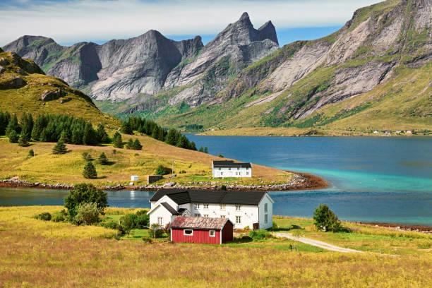 Vestvagoy island, Ilhas Lofoten, Noruega - foto de acervo