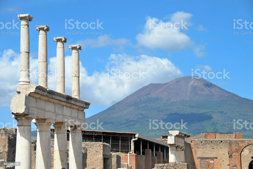 Vulcão Vesuvio - foto de acervo