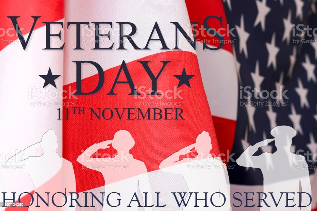 退伍軍人日背景。文本退伍軍人天 11月11日, 美國旗子和戰士的陰影以題字尊敬所有服務。 - 免版稅事件圖庫照片