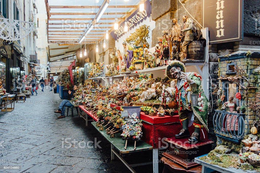 Via San Gregorio Armeno a Napoli, Italia - foto stock