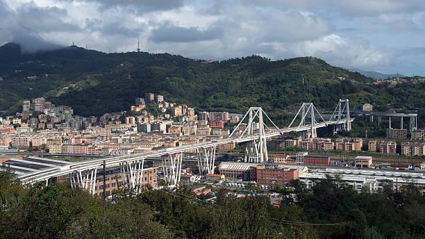 viaduc urbain - pont gênes photos et images de collection