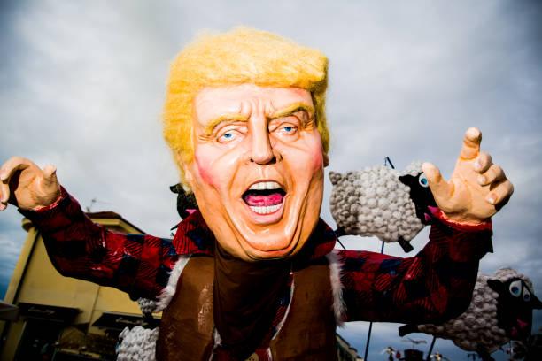 Viareggio's carnival VIAREGGIO.ITALY-FEBRAUARY 4:   Donald Trump parody on allegorical wagon during Viareggio Carnival, Italy on the 4th february 2018 in Italy. us president stock pictures, royalty-free photos & images
