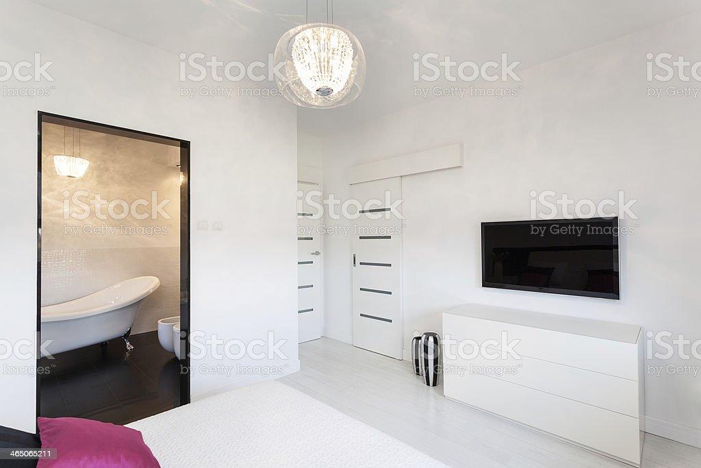 Vivace Cottage Camera Da Letto Con Tv - Fotografie stock e ...