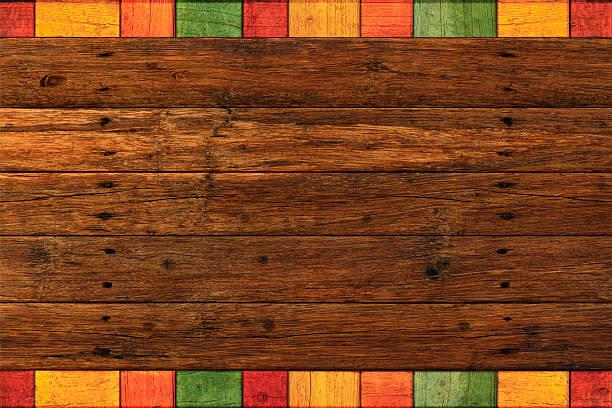 lebhafte farben, rustikalen mexikanischen grenze dunklen holz-hintergrund - mexikanische möbel stock-fotos und bilder