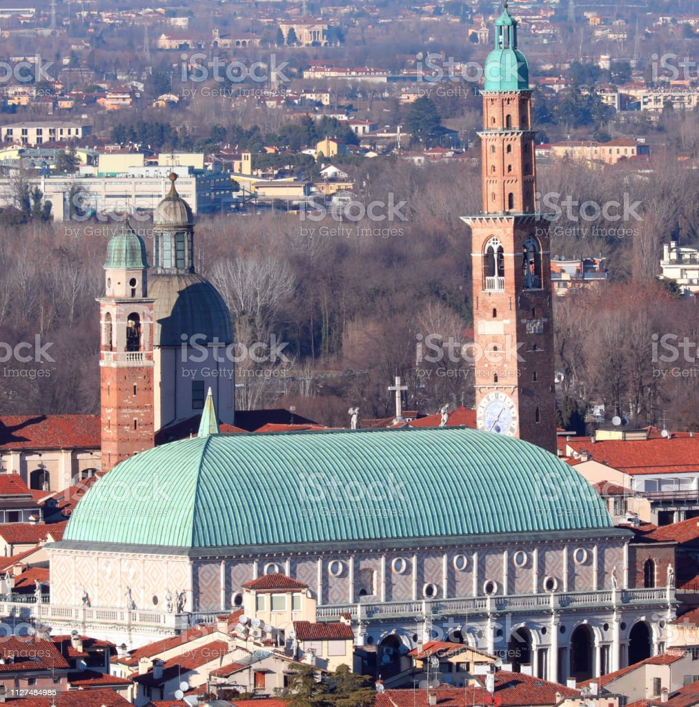 Vicenza in Italy and the high Bissara Tower a civic tower alongs - foto stock