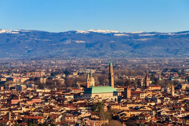 vicenza, von oben gesehen, italien - vicenza stock-fotos und bilder
