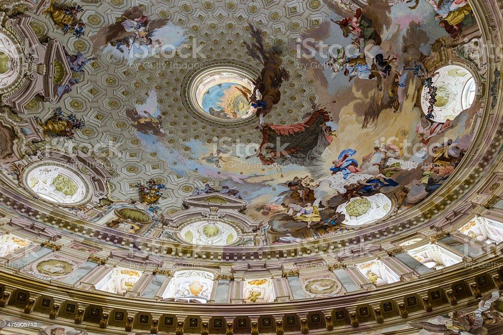 Vicoforte Santuario (Piemonte, Italia).   La cupola con affreschi - foto stock