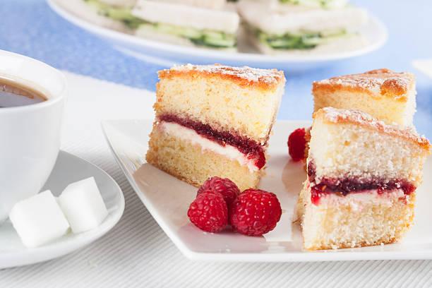 victoria songe kuchen - biskuitboden stock-fotos und bilder