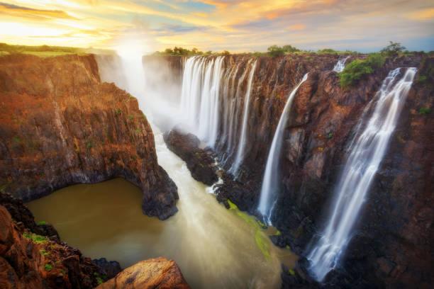 victoria fälle in sambia und simbabwe - sambia stock-fotos und bilder