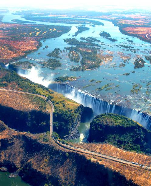 victoria falls - fluss sambesi stock-fotos und bilder