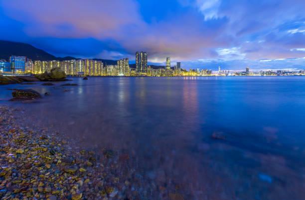 Victoria Harbor Cityscape from beach – zdjęcie