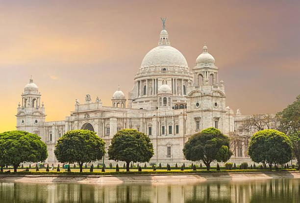 victoria memorial wahrzeichen in kalkutta, indien - schönste reiseziele der welt stock-fotos und bilder