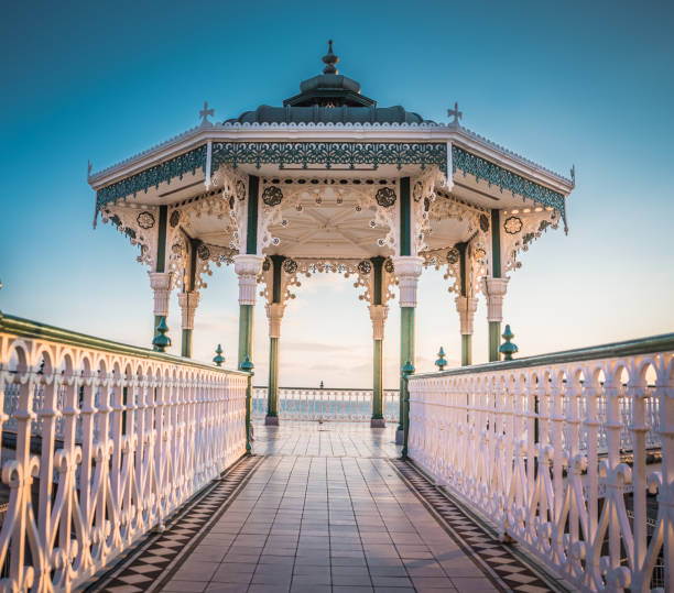 victoriaanse bandstand in brighton - east sussex stockfoto's en -beelden