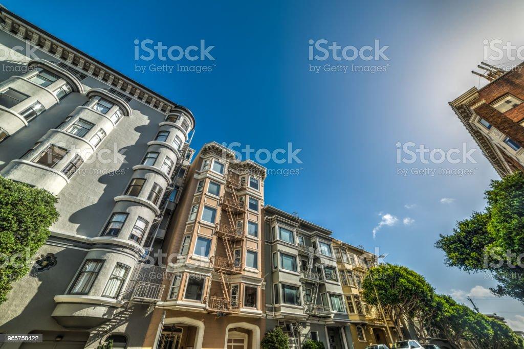 Викторианские здания под ясным небом - Стоковые фото Архитектура роялти-фри