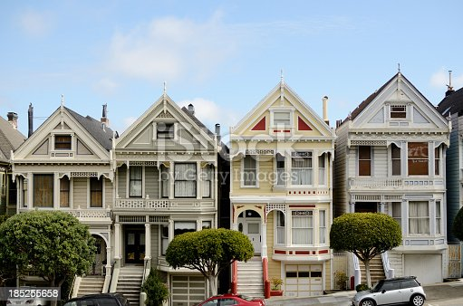 victorian houses in the alamo square