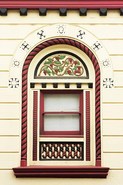 exemple de style victorien fenêtre - motif ornemental photos et images de collection