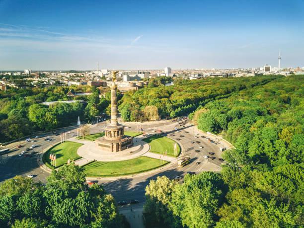 戦勝記念塔とベルリンのティーアガルテン - グローサーシュテルン広場 ストックフォトと画像