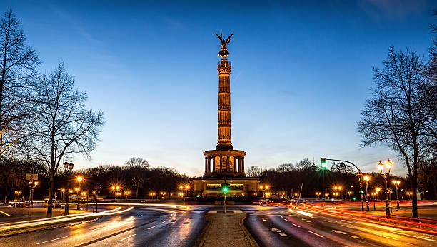 戦勝記念塔ベルリン,ドイツ - グローサーシュテルン広場 ストックフォトと画像