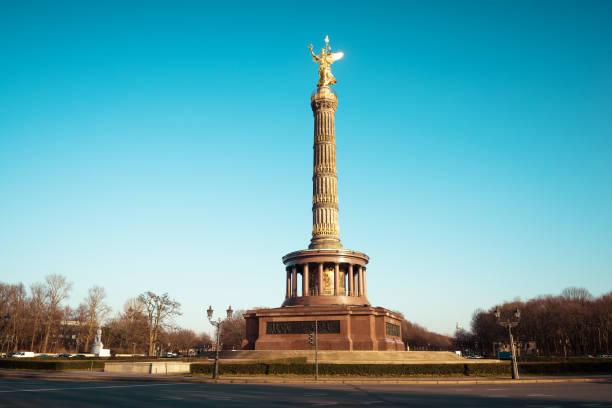 列の戦勝記念碑 - グローサーシュテルン広場 ストックフォトと画像