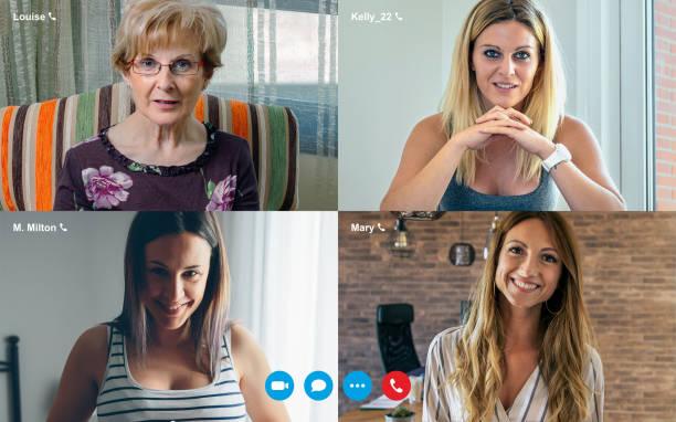 Videoanrufbildschirm mit vier Frauen – Foto