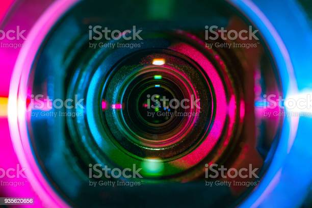 Video camera lens picture id935620656?b=1&k=6&m=935620656&s=612x612&h=ak5txlp3rjnbqhobeiu2sxxskrbmlrq uaidxjbywgq=