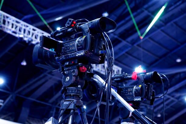 videokamera standby für die aufnahme - nachrichten video stock-fotos und bilder