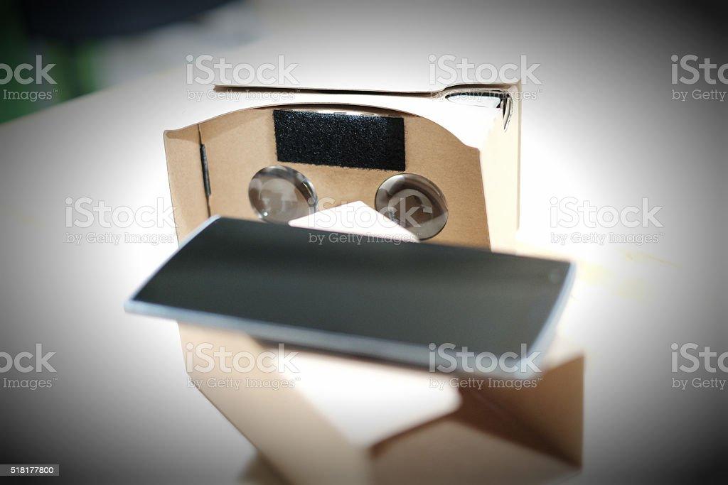 VR 360° Video Pappe Viewer und Smartphone – Foto