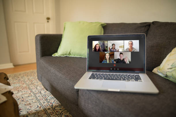 Video chatting makes social distancing easier A video chat of people hanging out online during a pandemic lockdown flatten the curve stock pictures, royalty-free photos & images