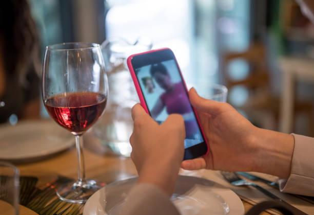 Video-Chat auf ihrem Handy – Foto