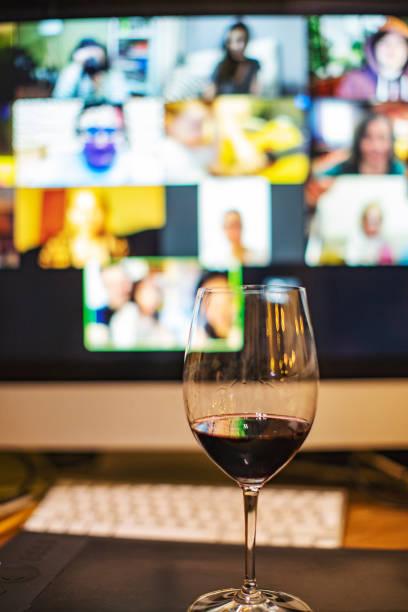 Video-Chat mit Freunden während der sozialen Distancing – Foto