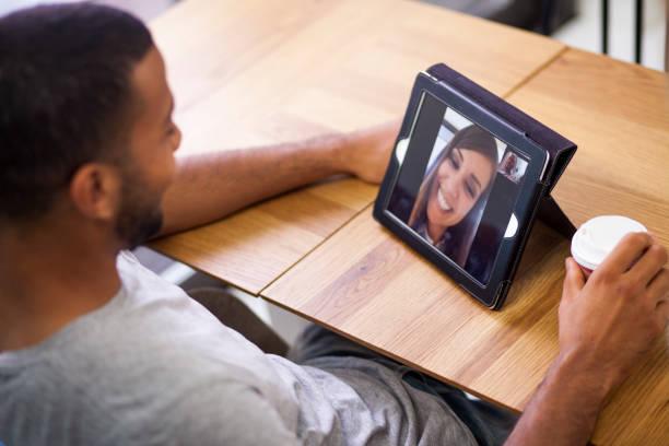 Videokonferenz mit der Freundin – Foto