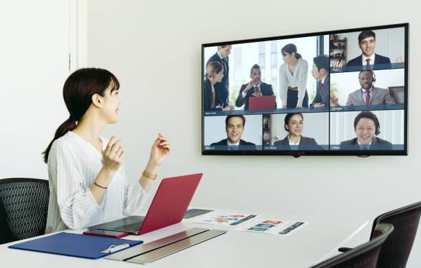 videokonferenzkonzept. telemeeting. bildtelefon. telefonkonferenz. - mitarbeiterengagement stock-fotos und bilder