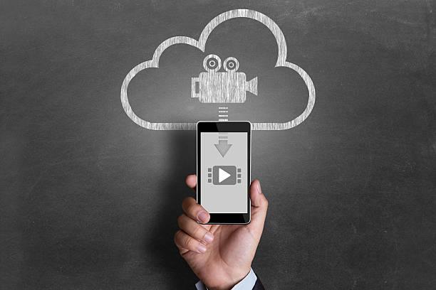 video herunterladen von cloud-server - kreativer speicher stock-fotos und bilder