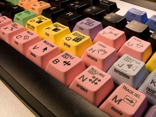 videobearbeitung tastatur - postproduktion stock-fotos und bilder