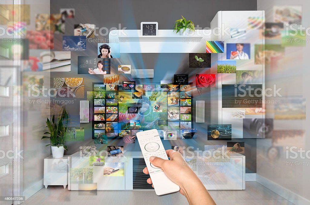 Vídeo a petición VOD servicio en el televisor. foto de stock libre de derechos