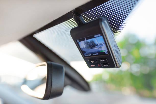 Video recorder next to a rear view mirror – zdjęcie