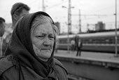 istock Vieillarde attendant le train 157773282