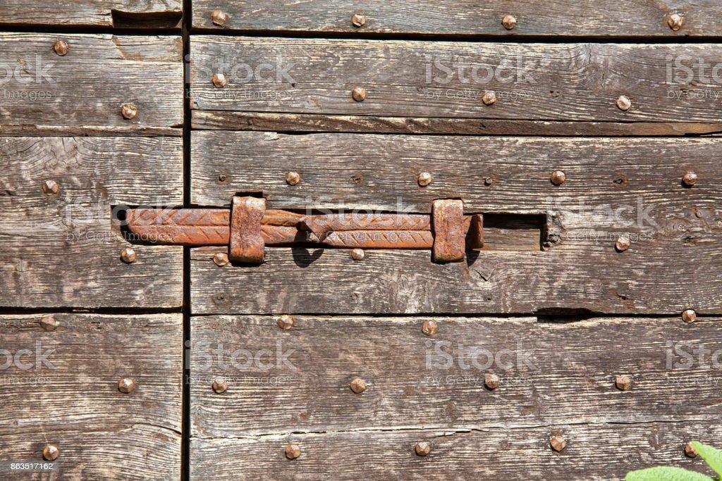 vieille fermeture sur porte de bois ancienne stock photo more pictures of door istock. Black Bedroom Furniture Sets. Home Design Ideas