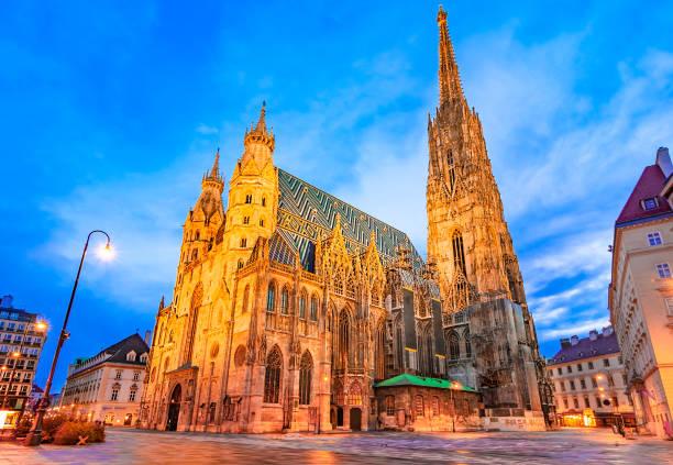 wenen, oostenrijk, europa: st. stephen's cathedral of hansdom, stephansplatz - wenen oostenrijk stockfoto's en -beelden