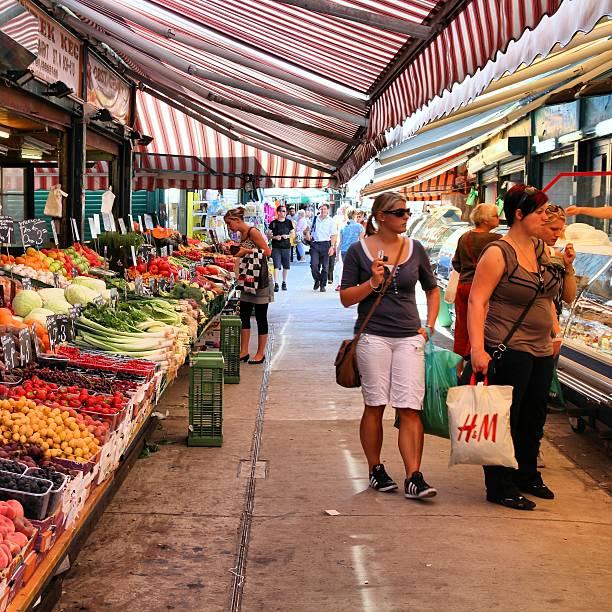 wien naschmarkt - naschmarkt stock-fotos und bilder