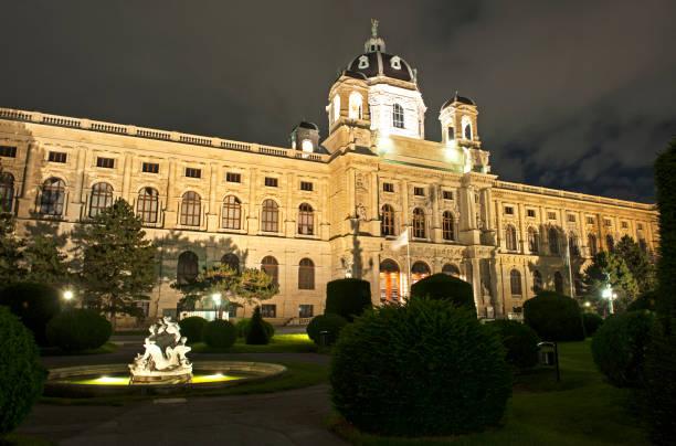 naturhistorischen museum wien - kunsthistorisches museum wien stock-fotos und bilder