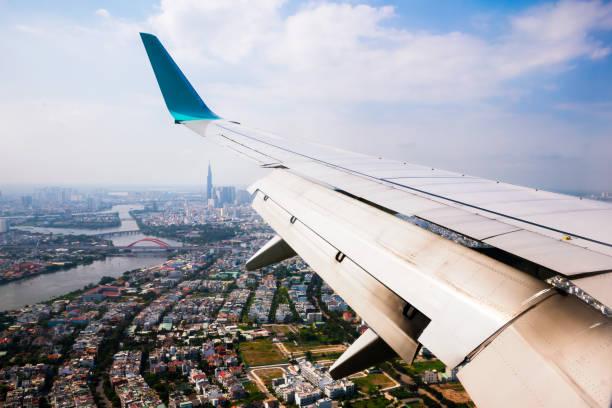 Vietnam-Stadtbild-Blick vom Flugzeugfenster. – Foto