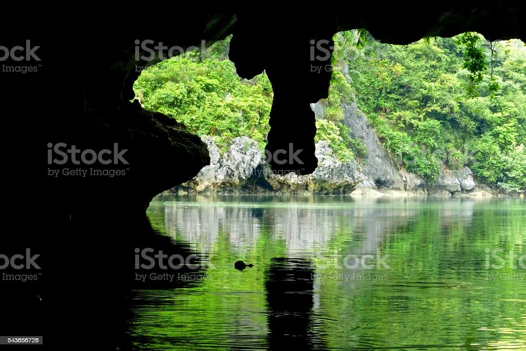 Vietnam- baie d'halong,tunnel stock photo