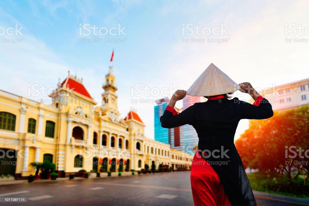 Mujer de Vietnam con Ao Dai cultura tradicional. - foto de stock