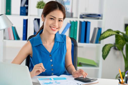 istock Vietnamese accountant 491209913