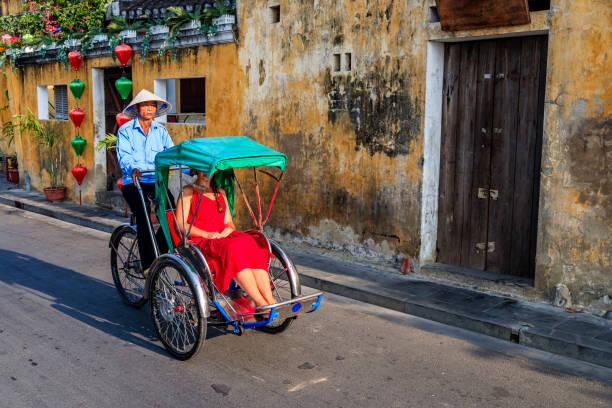 오래 된 마을 호이 한 도시 베트남에서 베트남어 주기 인력거 - 호이안 뉴스 사진 이미지