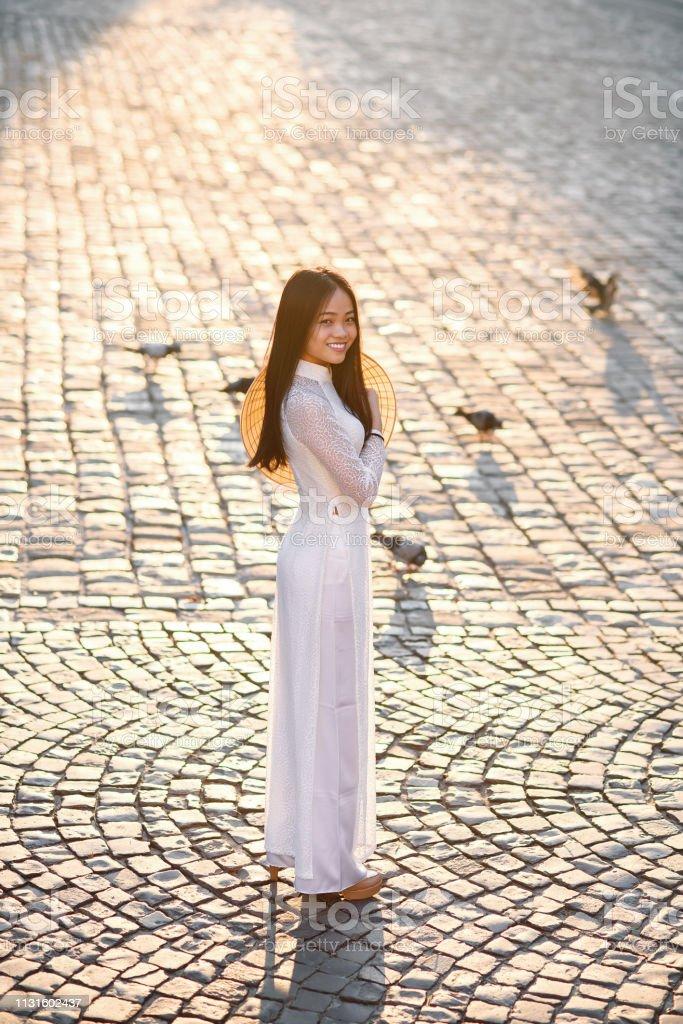 Chica Vietnamita Vestida Ao Dai Vestido Blanco Vestido
