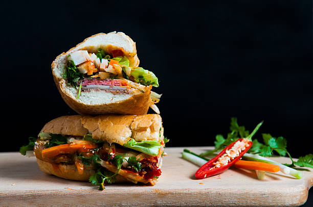 vietnamesisches sandwich - schnelle suppen stock-fotos und bilder